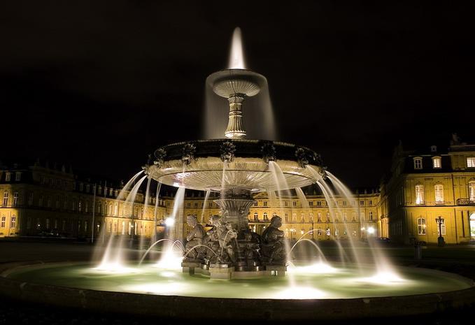 Fountain-at-Center-of-Stuttgart