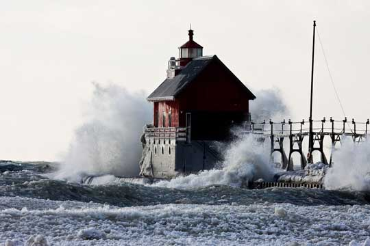 Incredibly Captured Power Of Waves In Sea LightHouses
