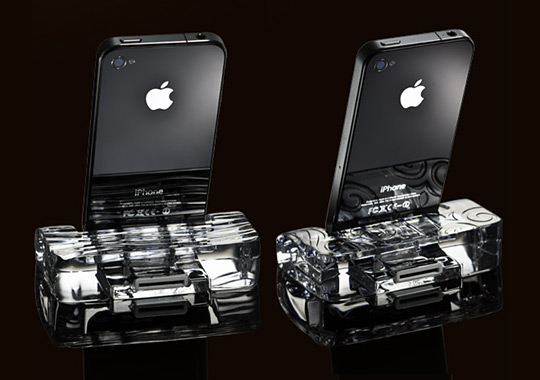 Crystal Dock-iPhone 4S