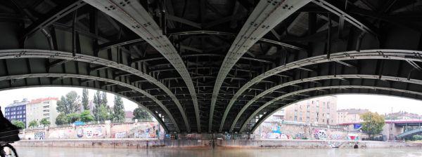 Franzenbrücke in Der Donaustadt by Werner Mossig