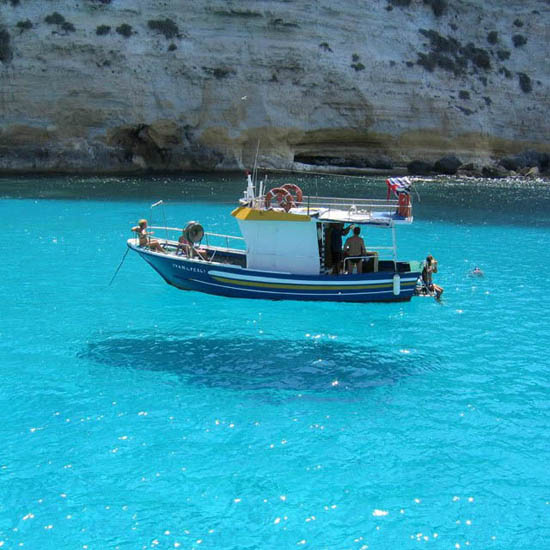 10-hover-boat-shadow-illusion