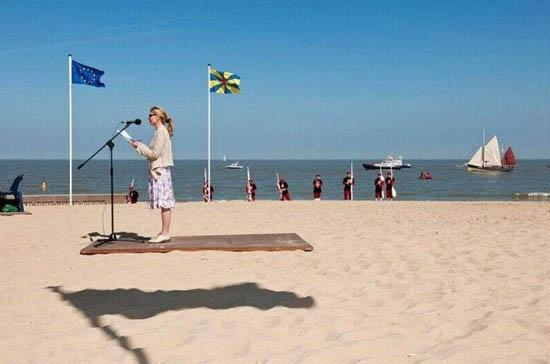 11-flying-carpet-shadow-optical-illusion