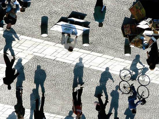5-shadow-optical-illuion-people