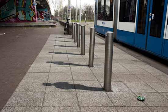 The Pole Illusion