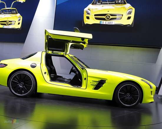 Mercedes - 2011 Detroit Autoshow wallpaper