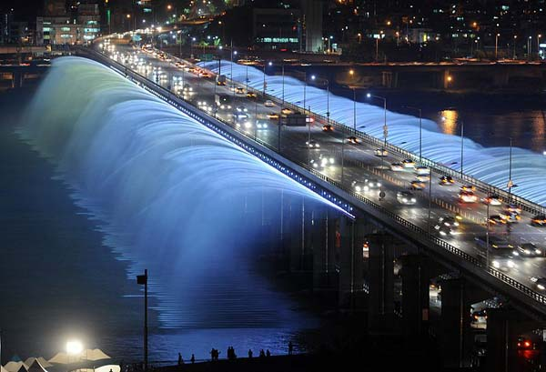 BANPO BRIDGE (SEOUL, SOUTH KOREA.