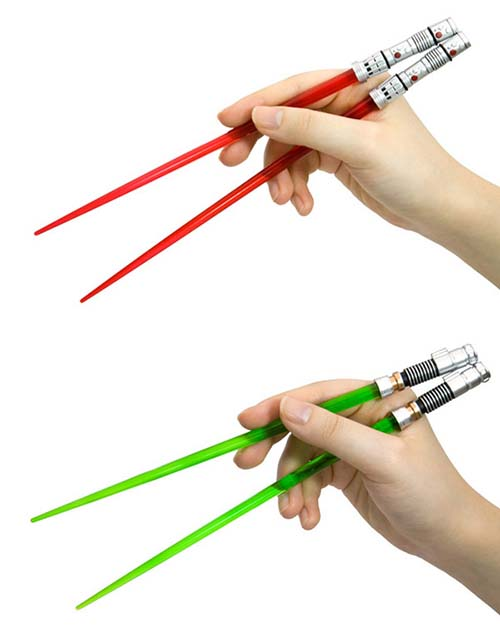 29-Yoda-and-Darth-Vader-Lightsaber-Chopsticks-Set
