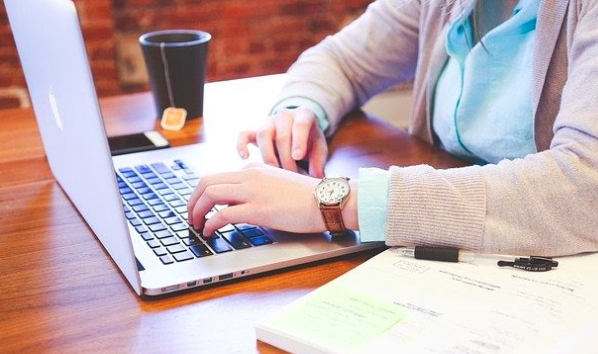 How to Choose a Laptop for Freelance Work 2